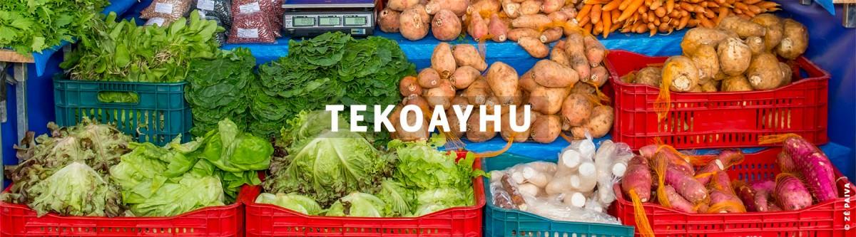 Caixas de legumes lado a lado